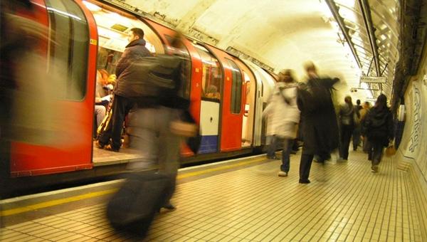 Metroda bomba paniği
